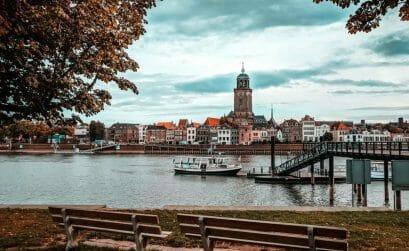 Holland Städte - Deventer Skyline mit Ijsel