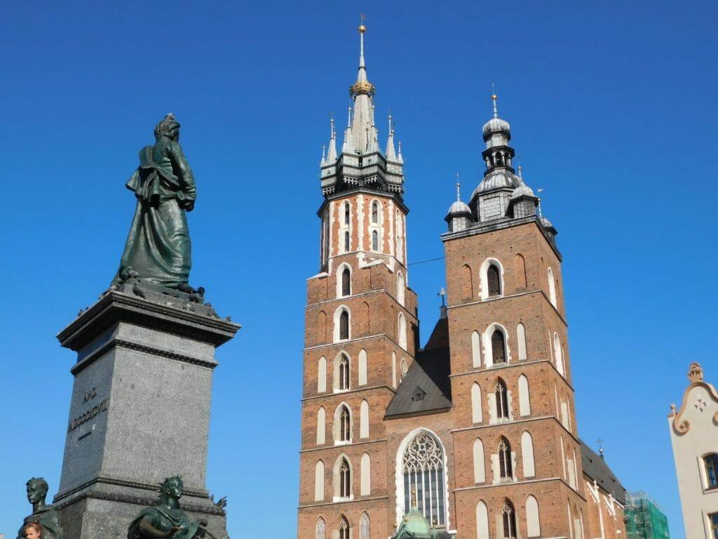 Türme der Marienkirche in Krakau, Polen