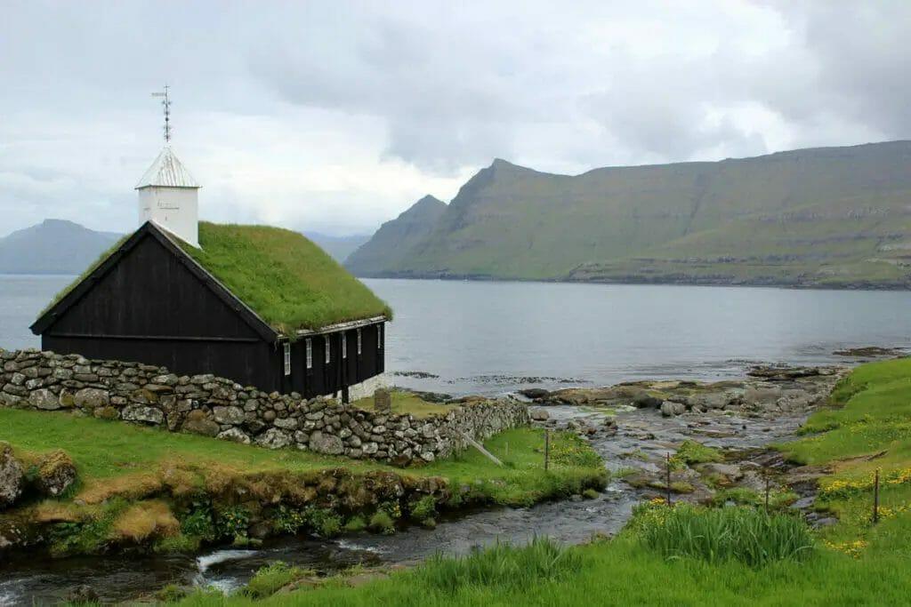 Die schönsten Urlaubsorte in Europa - Färöer-Inseln - Kirche Funningur