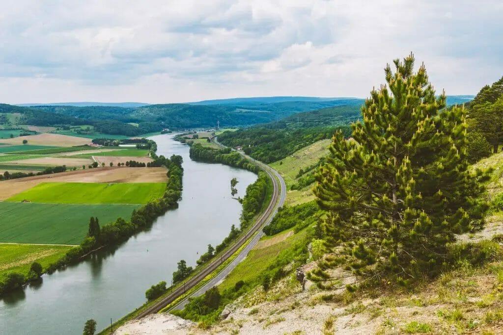 Ausflugsziele Bayern - Edelweiß bei Karlstadt - Landschaft -Fluß