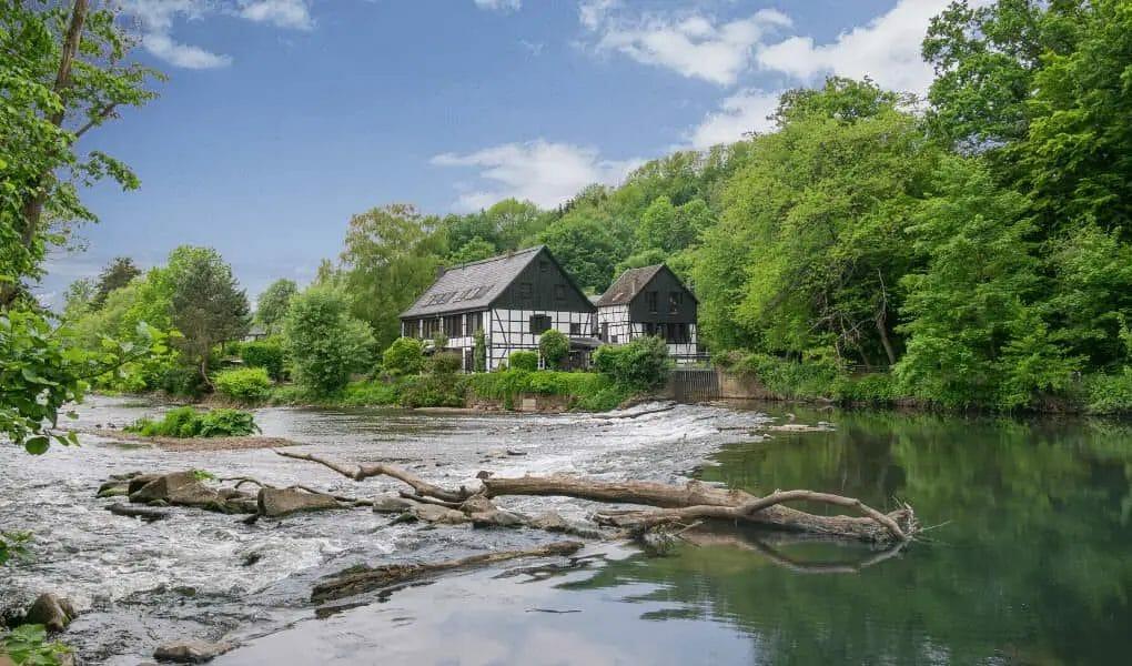 Ausflugsziele NRW - Schleiferei Wipperkotten - Wasser -Fachwerkhäuser