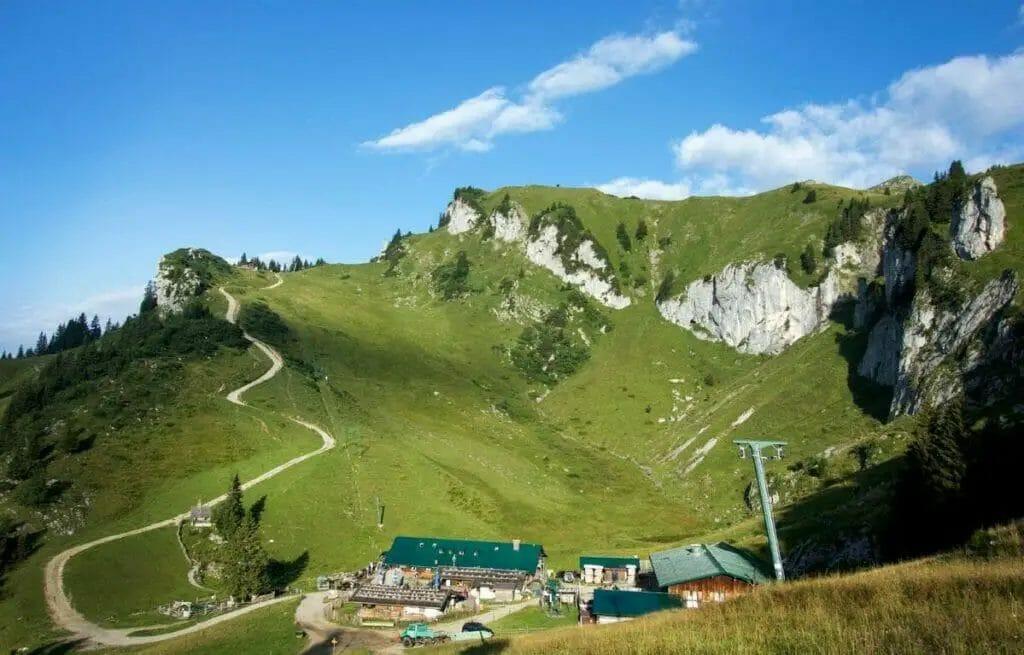 Ausflugsziele Bayern - Brauneck - Berge - Wiese mit Kühen
