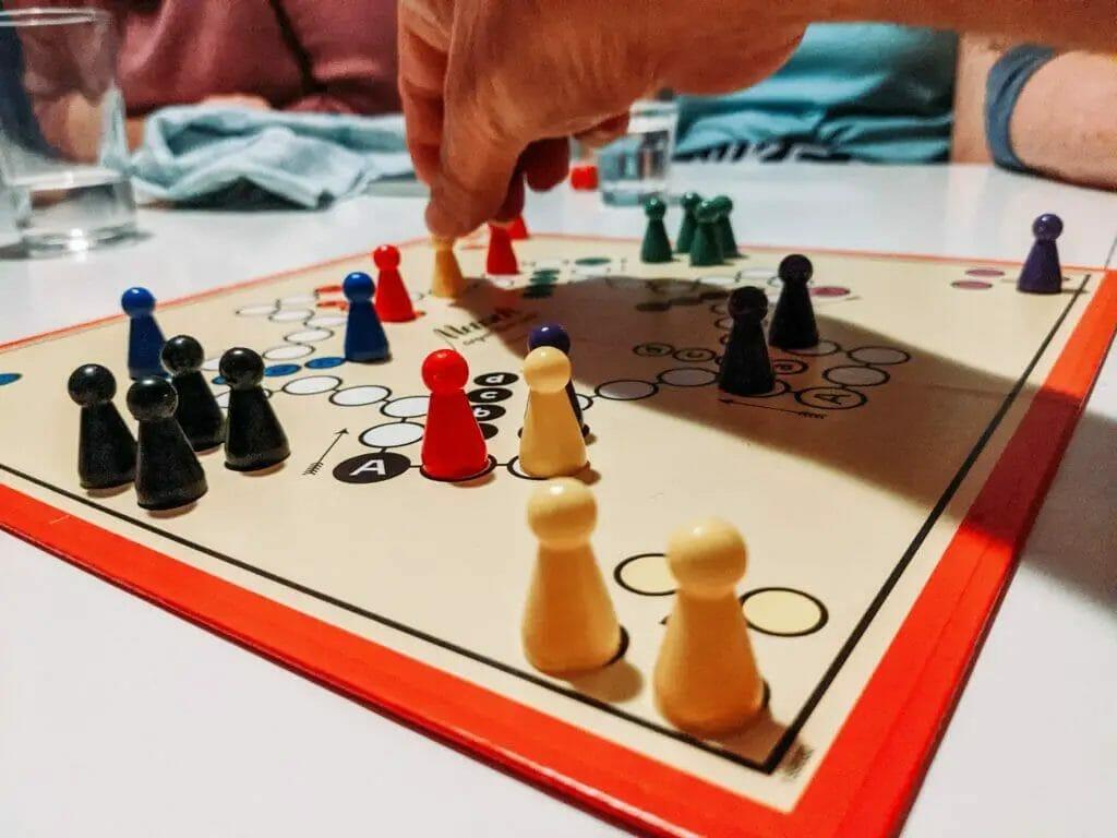Brettspiel - Indoor-Spiele und Sport
